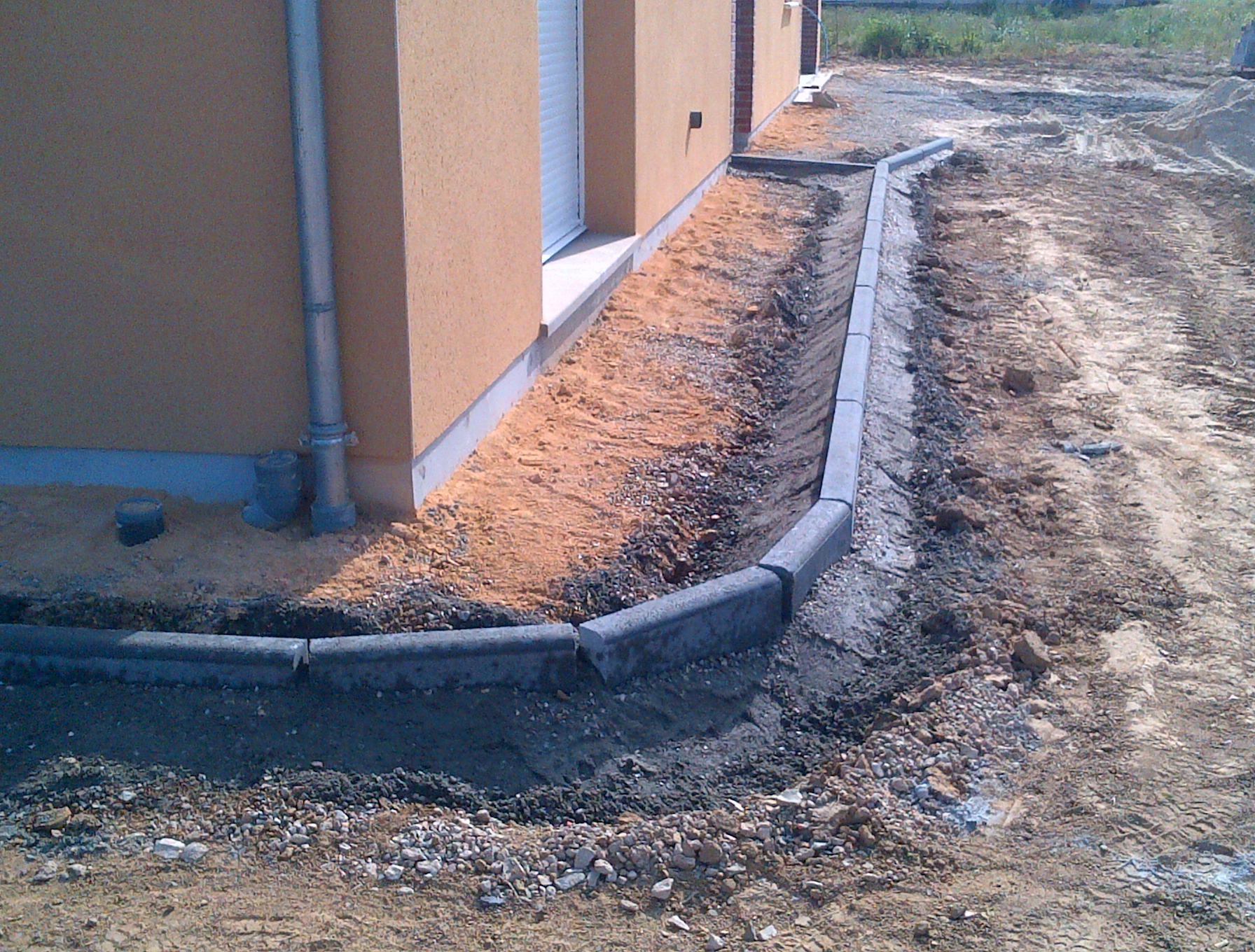 Terrassement nvtp - Poser des bordures de jardin en beton ...